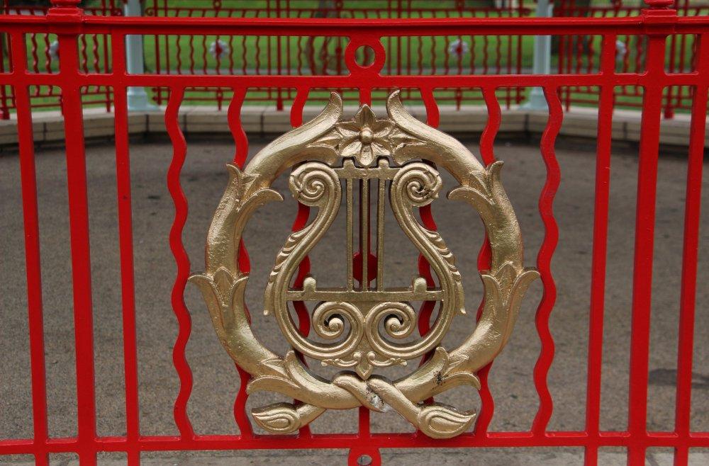 Victoria_Park_Bandstand_detail_-_St_Helens.jpg