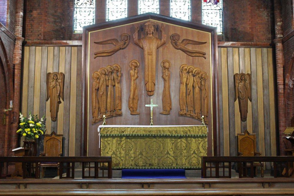The_High_Altar_at_St_Thomas_Church.jpg