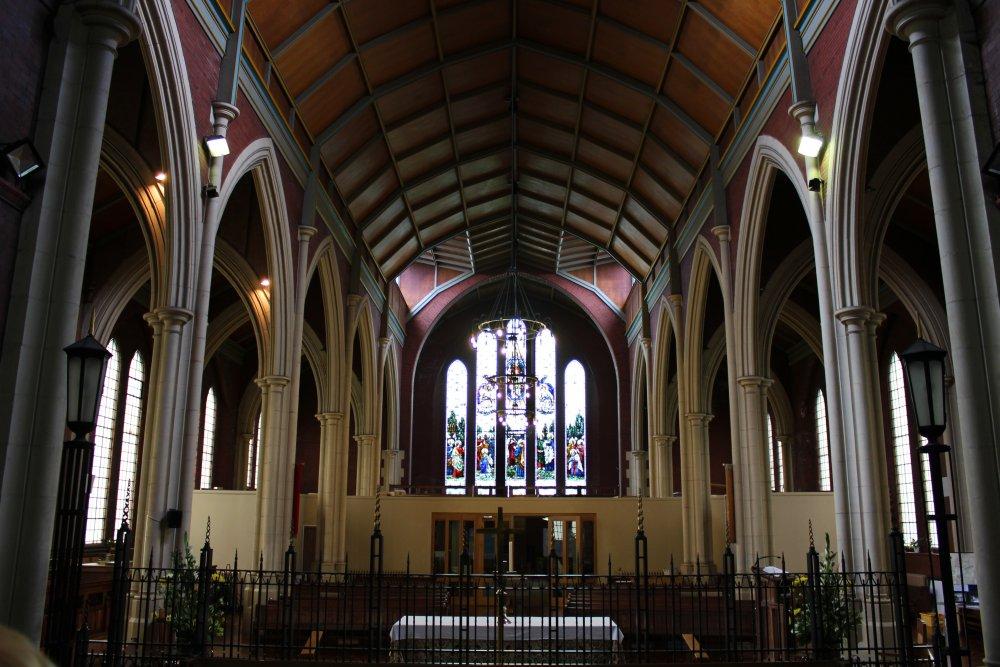 The_Knave_of_St_Thomas_Church_-_St_Helens.jpg
